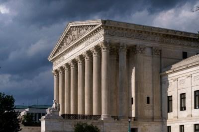 Undang-Undang Perawatan Terjangkau Bertahan Setelah Mahkamah Agung Menolak Tantangan Terbaru