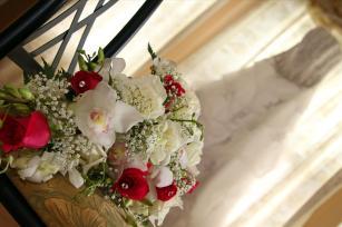 bridesbouquet.bridesdress.weddingphotos.apicturesquememoryphotography