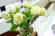 4.thetaphialpha-founders-day-2014-white-roses-candles