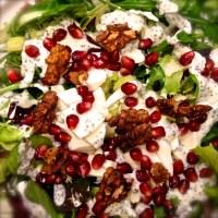 Gránátalmás rukkola saláta mákos joghurtos öntettel