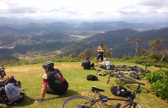chegando_bike_morro_azul-vale-europeu-apino-viagens-turismo