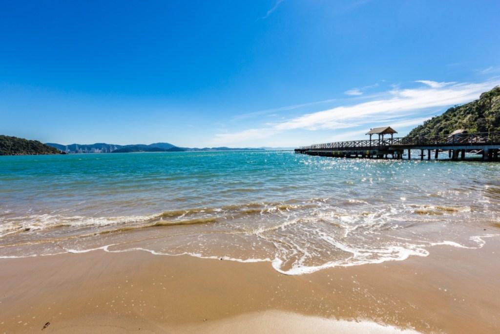 praia_laranjeiras_apino-turismo-viagens