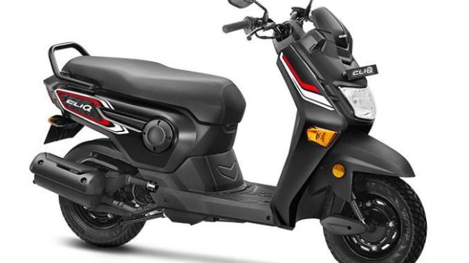 Honda Motorcycle & Scooter India (HMSI), agen pemegang merek motor Honda di India merilis skutik anyar bernama Honda Cliq. Harganya itu loh, terjangkau banget! Di Delhi, India dijual hanya 42.499 Rupee atau setara dengan Rp 8,76 jutaan. Meski murah, fiturnya lumayan lho! Dari desainnya, bentuknya tampak kokoh tapi agak aneh karena Honda membuat windshield kecil dia atas headlamp untuk melindungi panel indikatornya. Sedang setangnya dibiarkan telanjang tanpa cover. Area pijakan kaki sengaja dibuat lebar sesuai kebutuhan rider India yang umumnya berpostur bongsor. Begitu juga dengan joknya, lebar dan panjang.