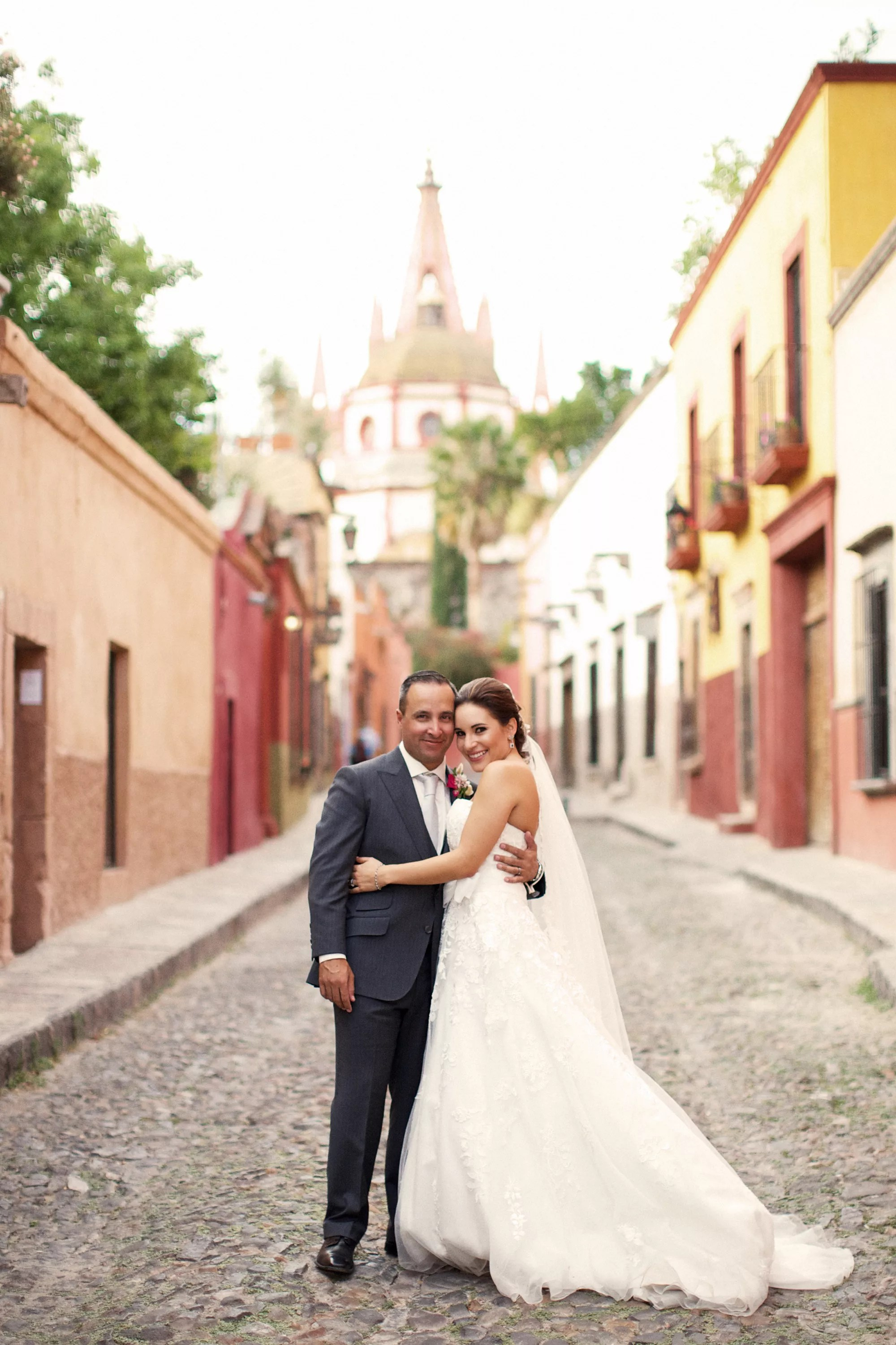 A Vibrant Modern Wedding At Instituto Allende In San