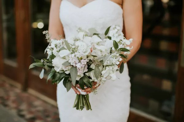 classic white calla lily bouquet white bridal bouquet with vintage flair