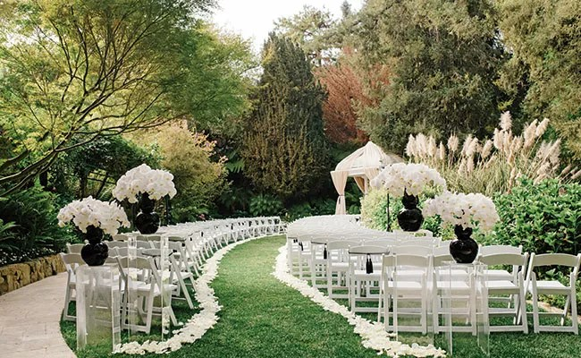 This Black and White Outdoor Wedding Is Actually Amazing on Black And White Backyard Decor  id=56912