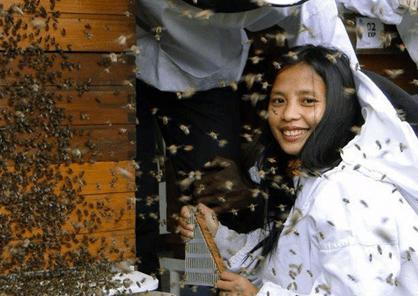 Arence De los Reyes : apicultrice dans la région Cagayan De Oro City aux Philippines.
