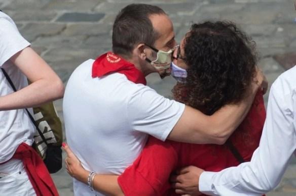 'Break the apron strings': Ten golden rules for dating a Spanish man