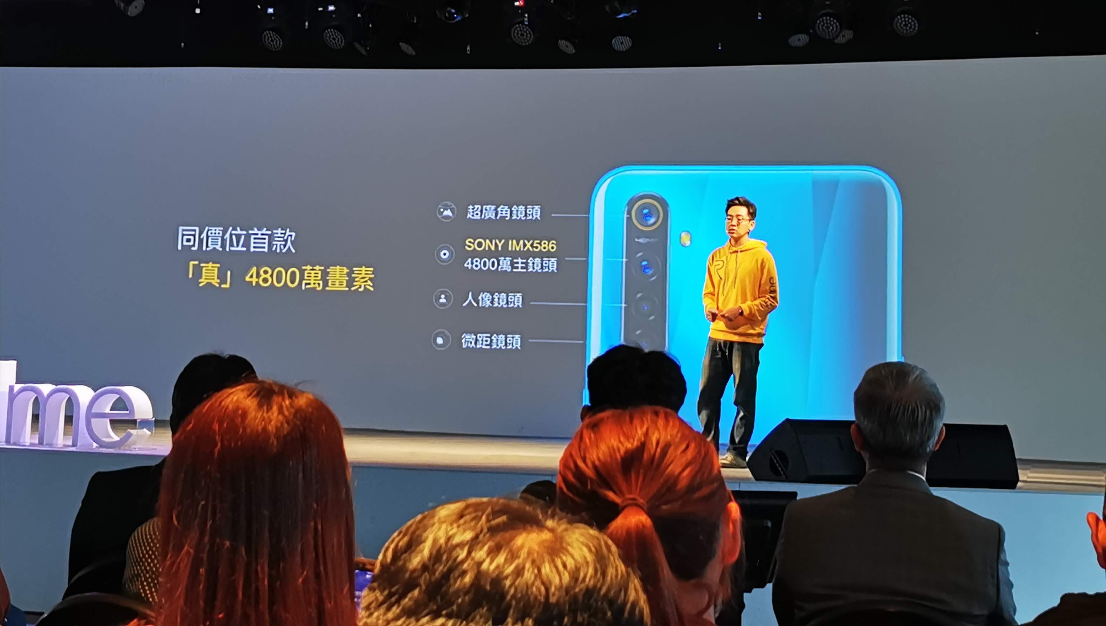 realme 5 Pro 在鏡頭部分採用了搭載SONY IMX 586旗艦級感光元件,4800萬畫像素的主鏡頭,搭配119°超廣角、4cm微距、風格人像鏡頭。