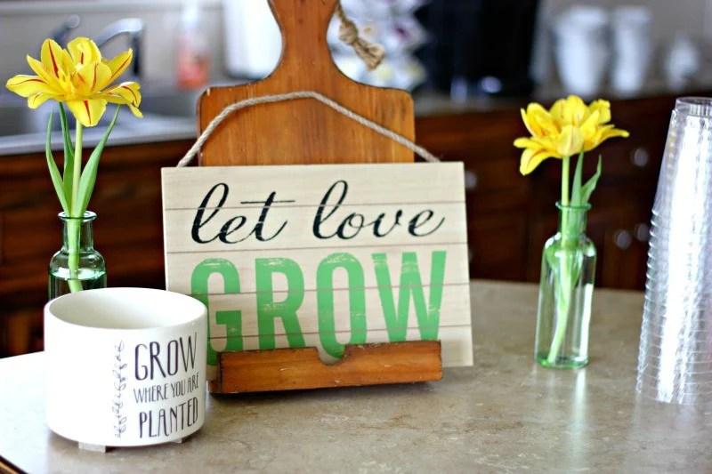 Garden Baby Shower Theme Decorations #gardenbabyshower #Gardenbabyshowerdecorations #babyshowertheme #springbabyshower