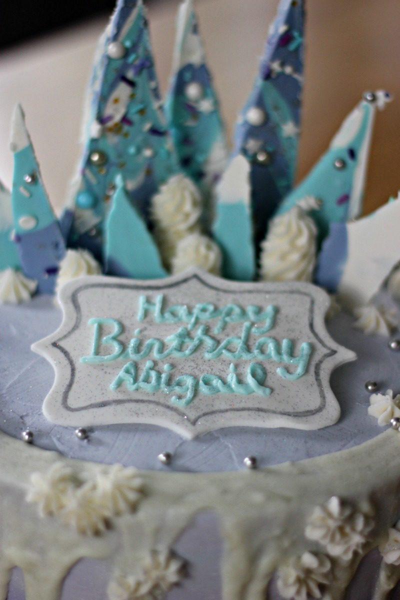 Frozen Cake Ideas, Frozen Birthday Cake, Frozen Birthday Cake Photo, Frozen Cake Pictures, Frozen Birthday Cake With Name, Princess Cake With Name, Frozen Birthday Party Theme, Frozen Birthday Party Ideas, Frozen Birthday Party Food, Frozen Elsa Birthday Cake, Disney Frozen Cake, Disney Frozen Birthday Cake, #birthdaycake #frozenbirthday
