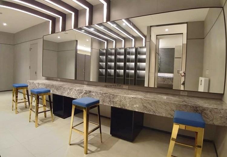 台中有沙發休息區的充電廁所 華麗有質感的洗手間 秀泰生活台中文心店