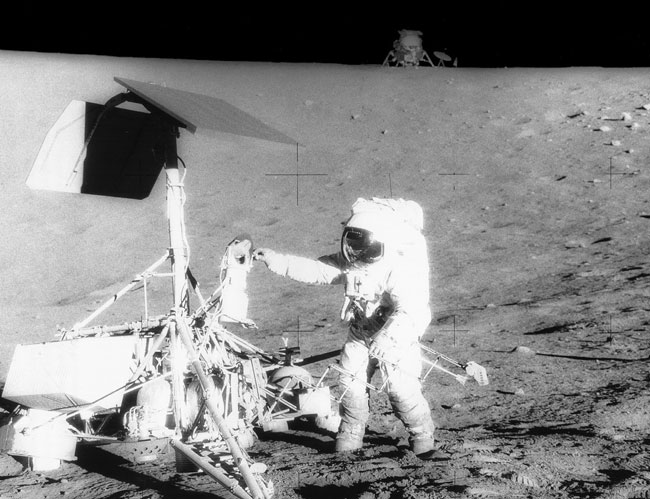 Apollo 12 che alluna a 200 metri da una sonda inviata in precedenza...