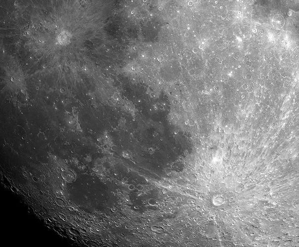 cráter Tycho abajo a la derecha