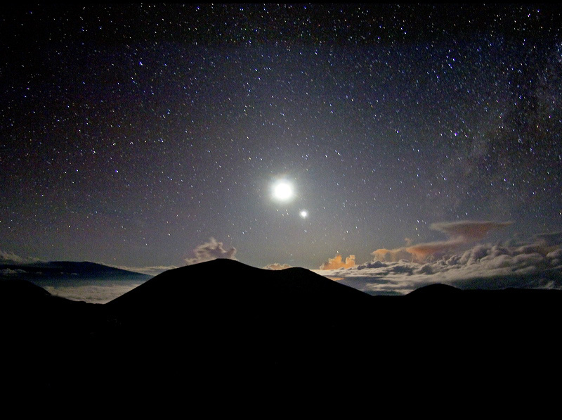 Luna și Venus, două dintre cele mai strălucitoare obiecte de pe cer. Foto: Serge Brunier