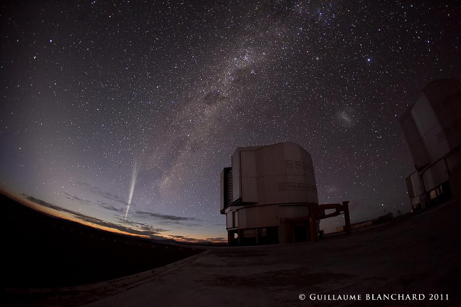 """""""Lovejoy"""" au dessus de Paranal (Comet Lovejoy over Paranal )"""