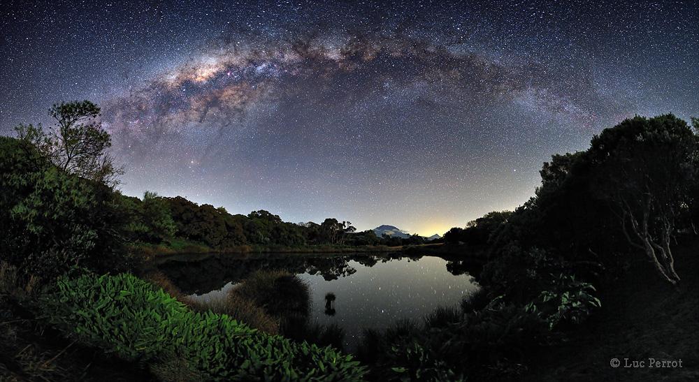 La Vía Láctea vista desde el Piton de l'Eau, Reunion Island © Luc Perrot (Isla Reunión)