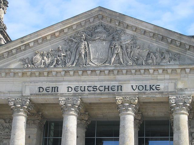 640px-Reichstag_Giebel2.jpg