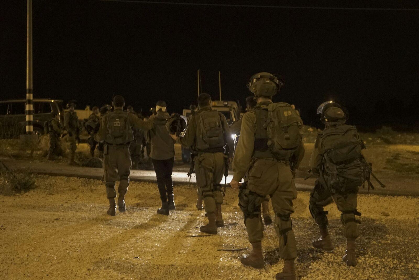 Tien leden van de familie Al‑Tamimi opgepakt bij nachtelijke Israëlische razzia – The Rights Forum