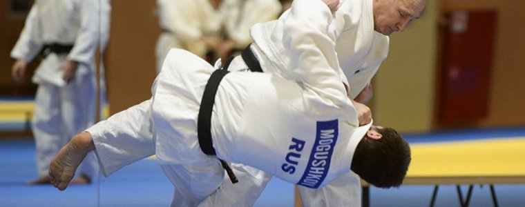 Putin's judo mastery perplexes and defeats globalist agenda (Video)
