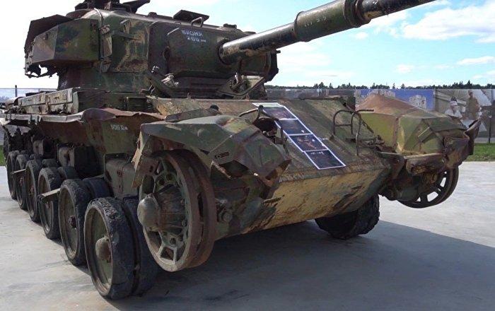 Islamisten mit Nato-Waffen? Russland zeigt erbeutetes Arsenal aus Syrien – VIDEO
