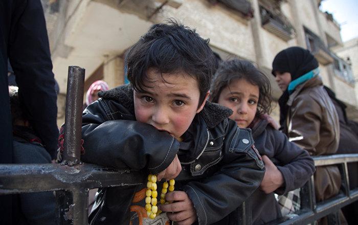 """Muallim: """"Weißhelme"""" entführten Kinder für Inszenierung von C-Waffen-Attacke in Idlib"""
