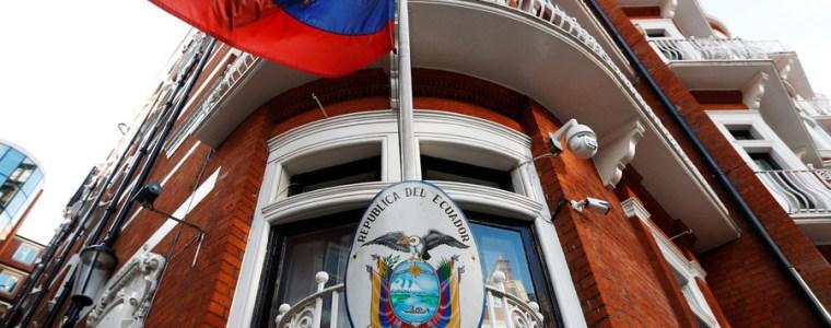 intruder-tried-to-break-into-ecuadorian-embassy-through-assanges-room-reports