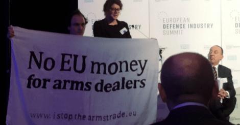 activisten-kapen-podium-wapenindustrie