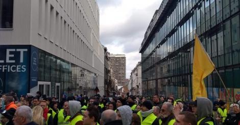 brusselse-politie-belet-betoging-van-gele-hesjes-en-arresteert-450-mensen