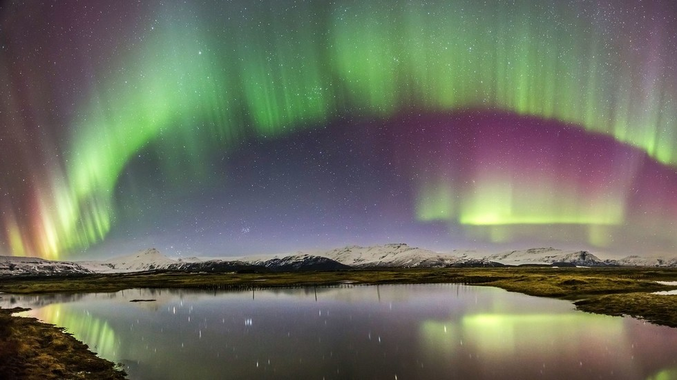 earths-magnetic-field-is-mysteriously-acting-up-pushing-north-pole-towards-siberia