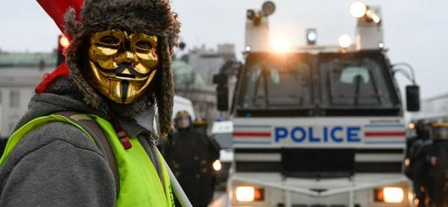 watch-absolute-mayhem-as-yellow-vests-battle-french-riot-police-in-9th-week-of-protests