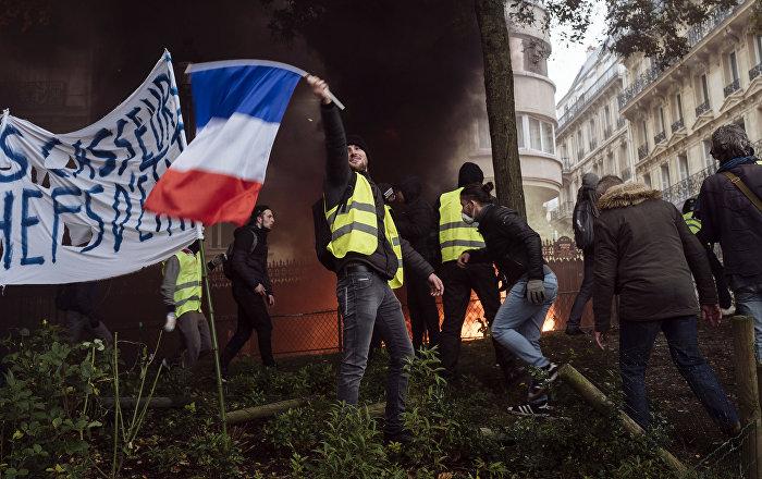 samstag-proteste-der-gelbwesten-entflammen-wieder-in-paris