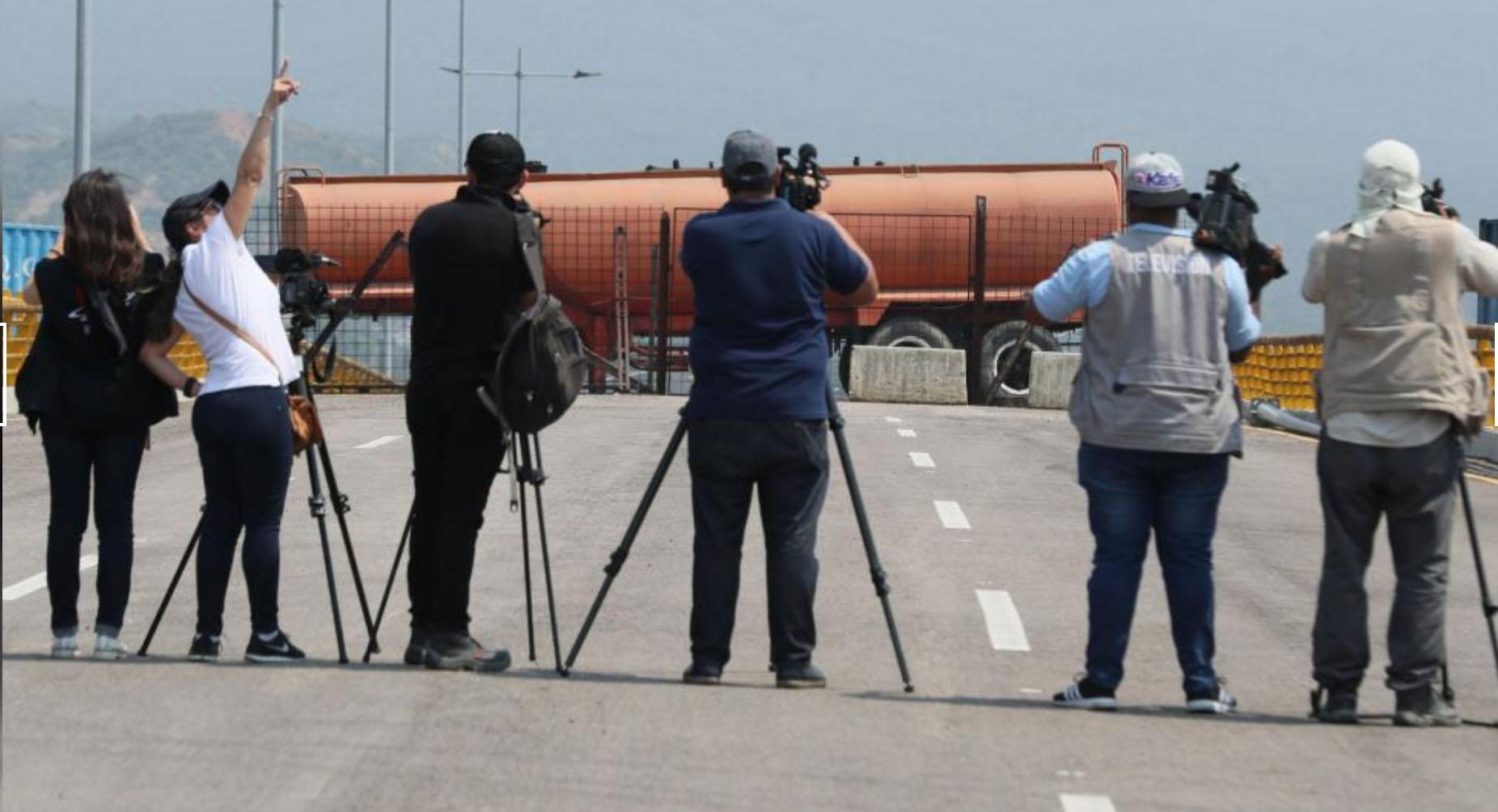 venezuela-dialog-mit-der-pistole-auf-der-brust-und-der-januskopf-der-humanitaren-hilfe-der-usa
