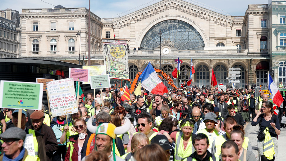 yellow-vests-flood-streets-of-france-for-20th-weekend-in-a-row-watch-live