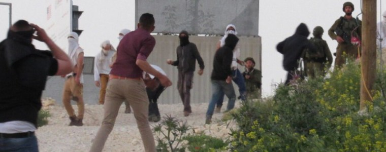 palestinian-family-attacked-with-stones-as-israeli-settlers-storm-village-in-west-bank-video