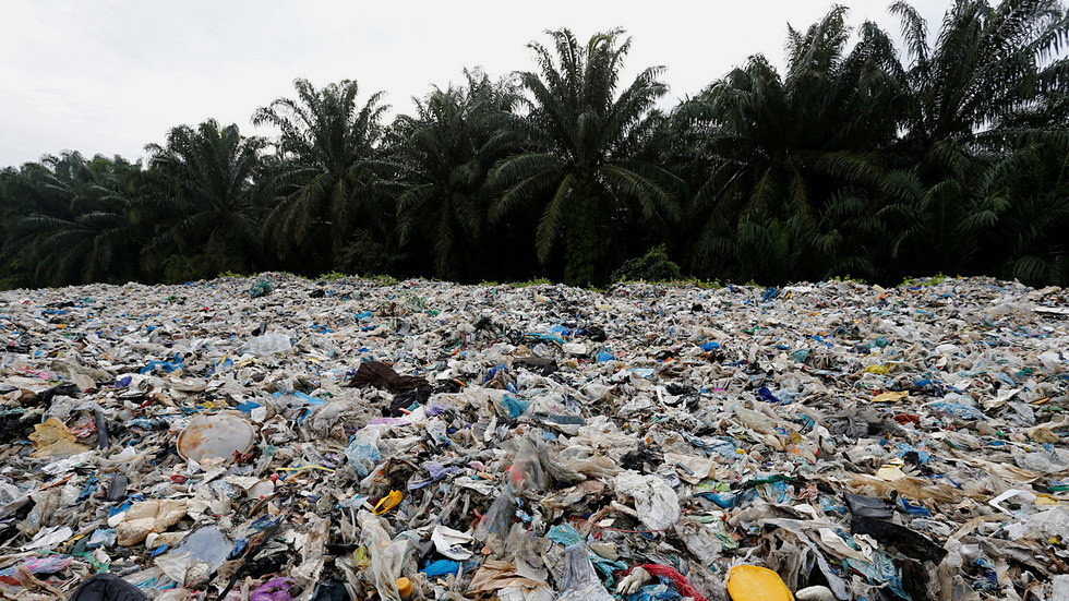 'we-will-not-be-world's-dumping-ground':-malaysia-to-return-3,000-tonnes-of-waste