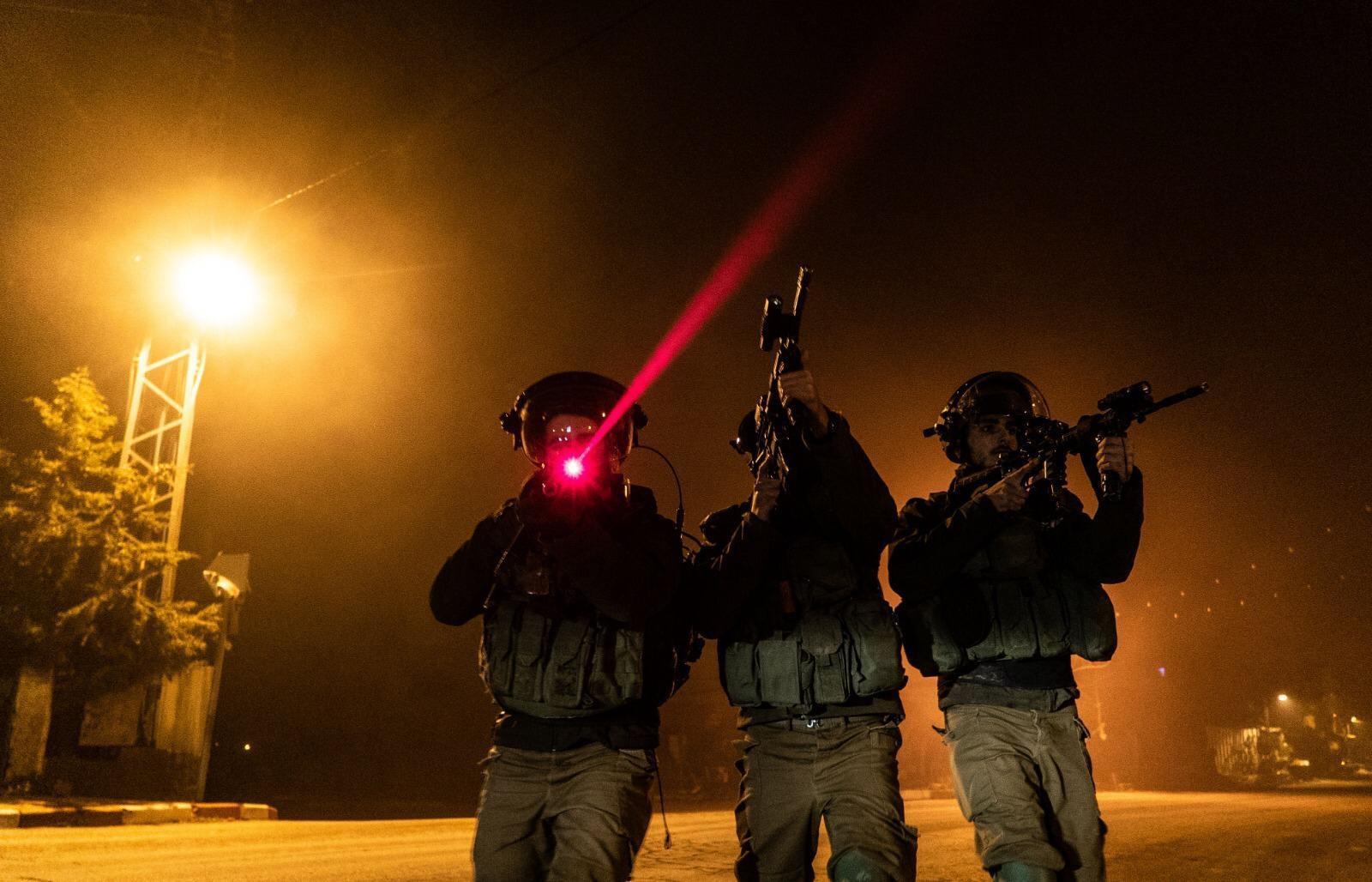 israelisches-militar-fuhrt-im-westjordanland-ein-ki-basiertes-uberwachungssystem-ein