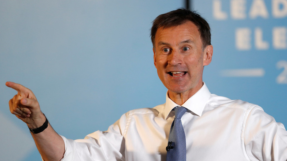 hunt-joins-calls-for-press-freedom-after-met-police-tell-journalists-not-to-publish-govt-leaks