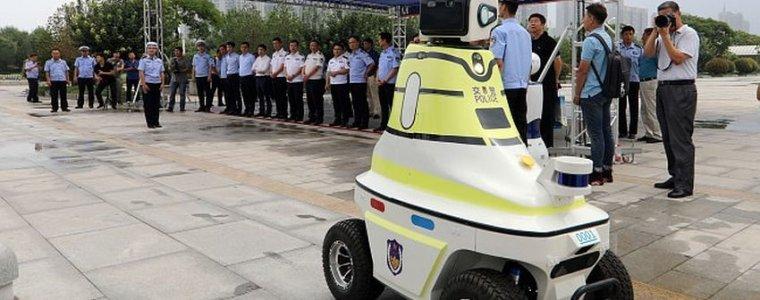 chinesische-roboter-mit-gesichtserkennung