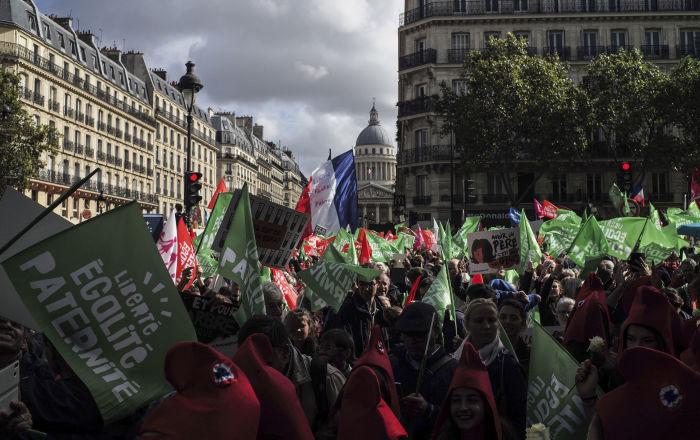 paris:-tausende-protestieren-gegen-kunstliche-befruchtung-von-lesben-und-alleinerziehenden-muttern