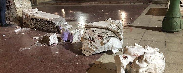 warum-in-ganz-chile-statuen-sturzen
