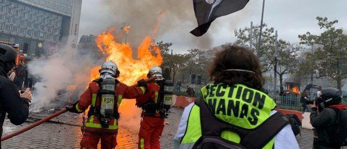 frankreichs-zorn-und-feuer:-ein-jahr-gelbwesten-proteste-–-sputnik-video