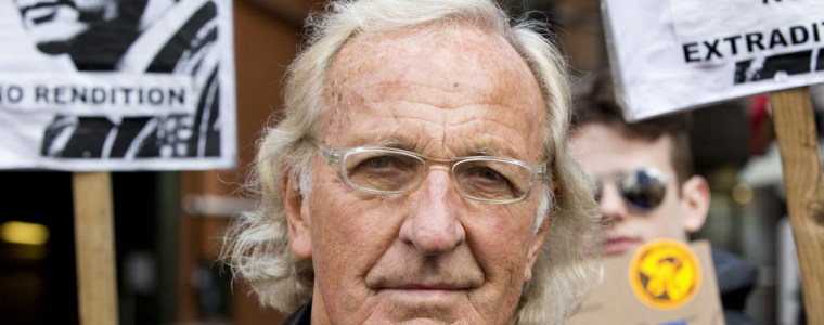 'sacred-right-to-suck-up-to-power':-pilger-blasts-'cruel'-media-coverage-of-julian-assange