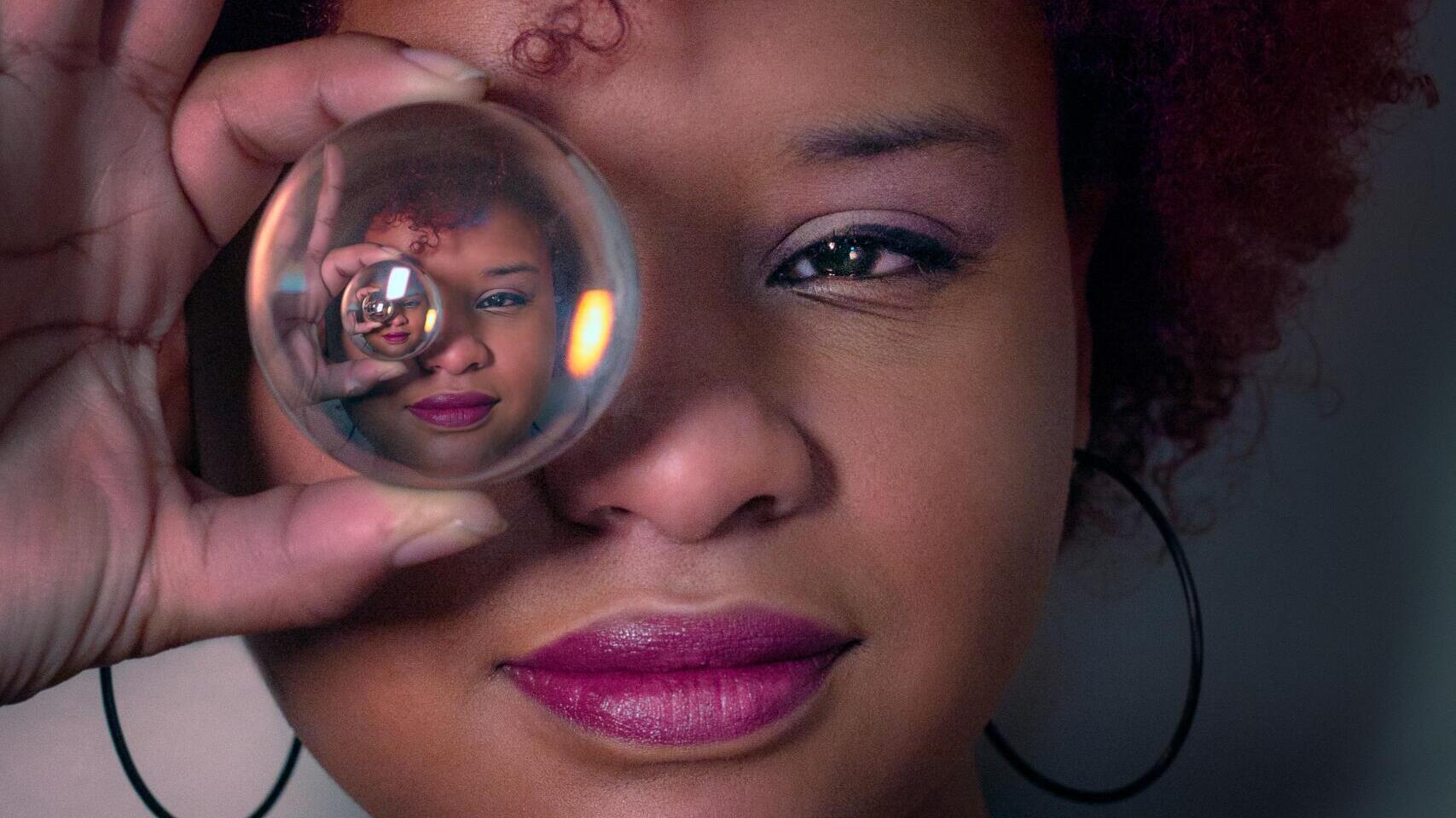 gesichtserkennung-–-sieben-bizarre-blicke-in-die-glaskugel