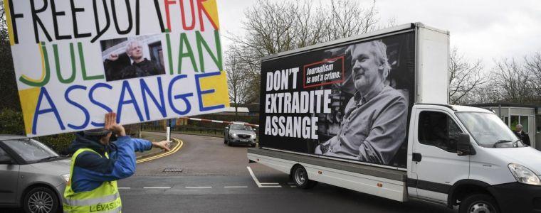 uw-man-op-de-publieke-tribune-–-assange's-hoorzitting,-dag-2-|-uitpers
