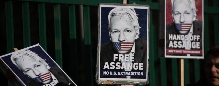 judge-orders-assange-held-in-glass-box-during-extradition-trial-–-activist-post