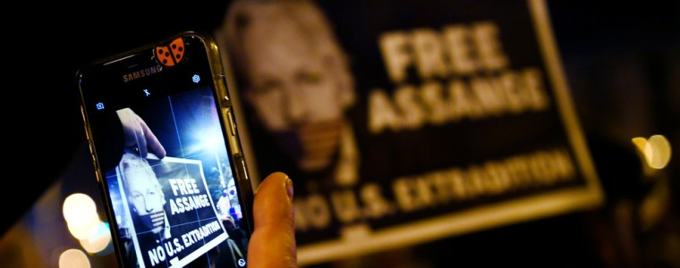 assange's-mother-fact-checks-media,-as-story-of-her-son's-previously-hidden-family-published
