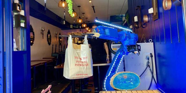 'robot-bows,-customer-bows'-–-sushi-bar-deploys-robotic-arm-for-contactless-pickup-orders