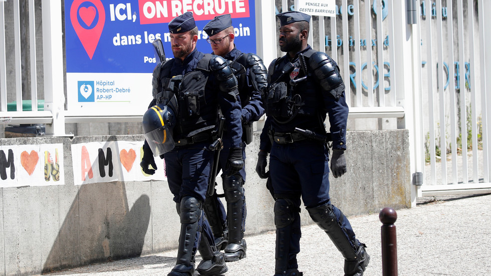 france-sends-in-riot-police-to-enforce-mask-wearing-in-marseille-amid-spike-in-new-covid-19-cases