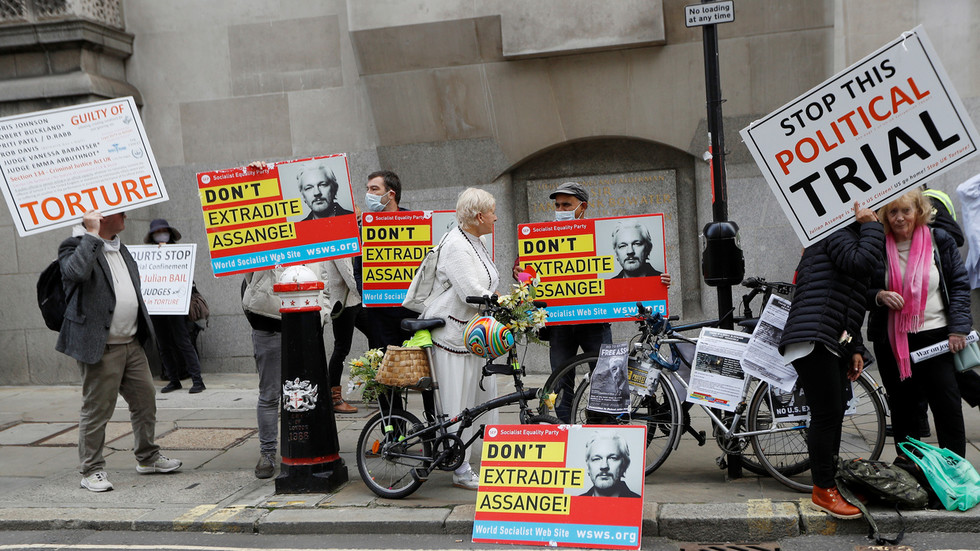 judge-threatens-to-remove-assange-from-extradition-trial,-says-will-continue-in-his-absence-if-interruptions-continue